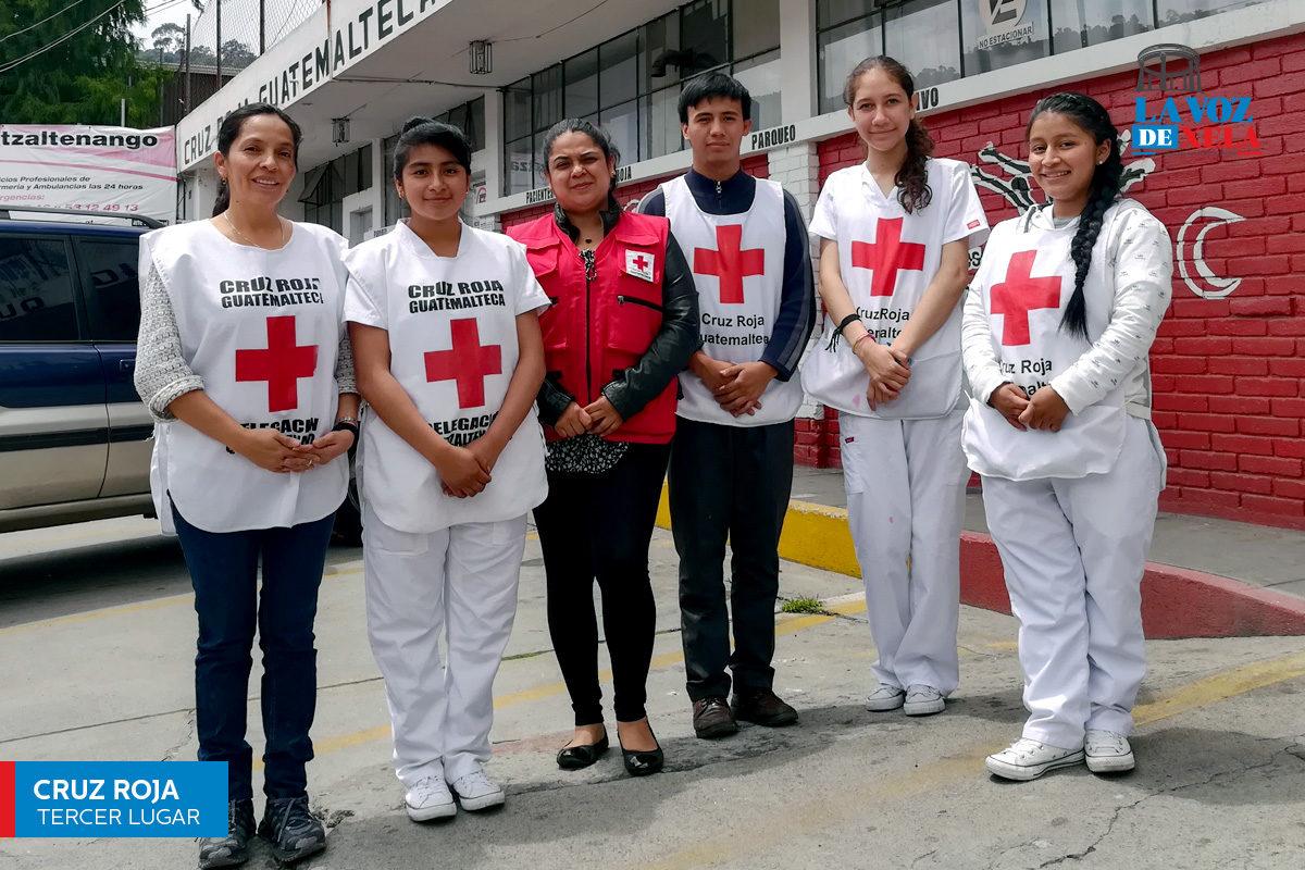 Voluntarios que prestan auxilio a la población