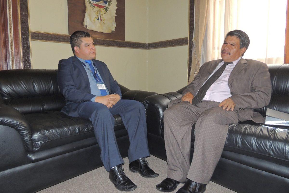 Gobernador y director del HRO se reúnen