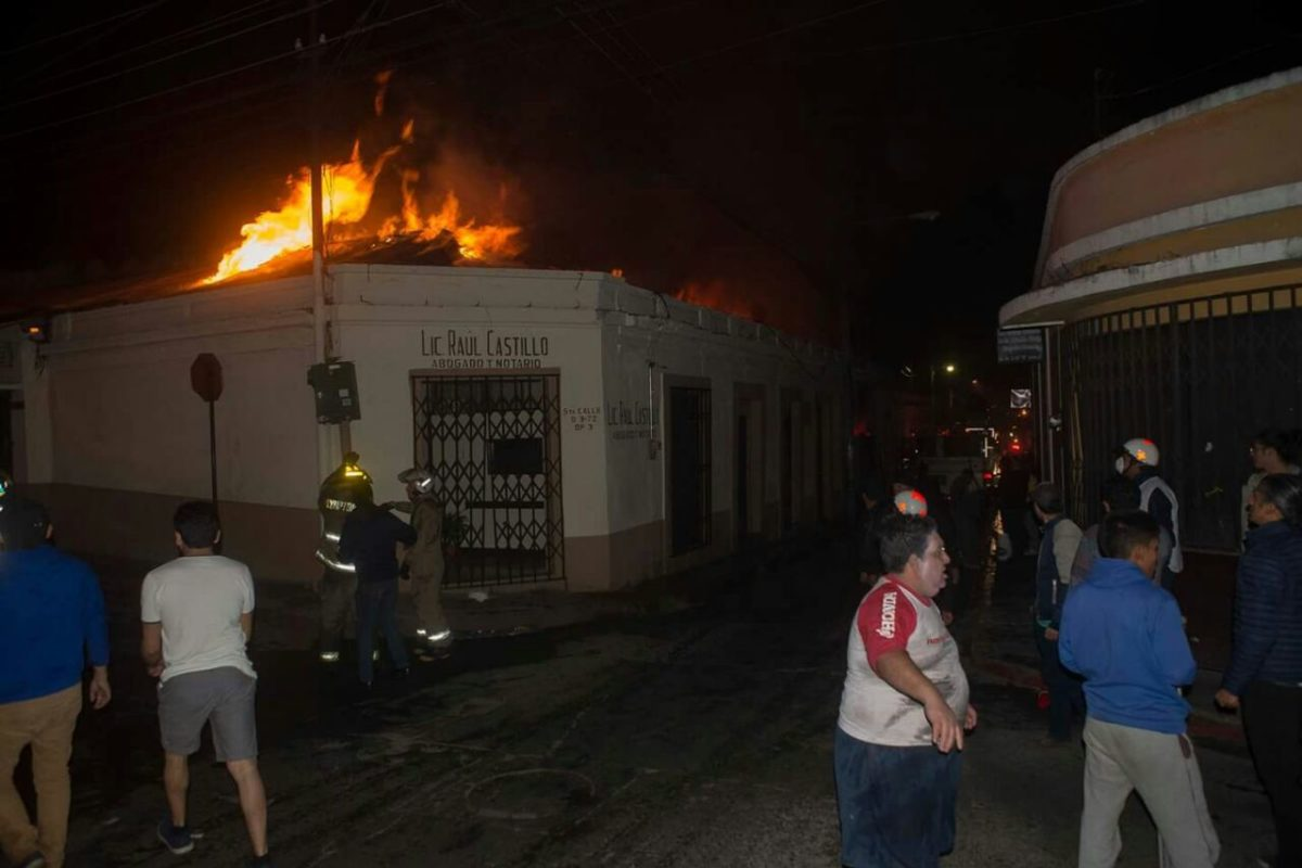 "<span class=""hot"">Hot <i class=""fa fa-bolt""></i></span> Investigarán causas de incendio"
