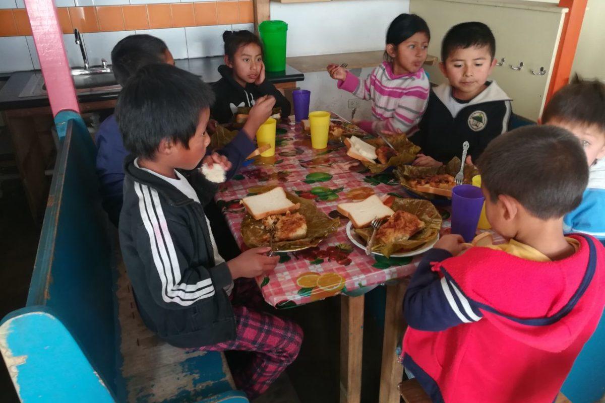 Atienden a niños en condición vulnerable