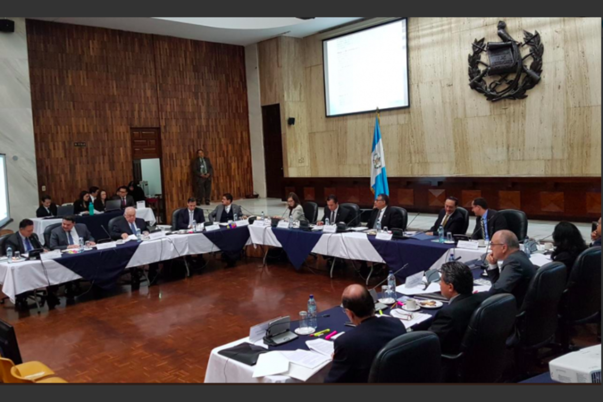 25 expedientes admitidos de 39 candidatos a fiscal general