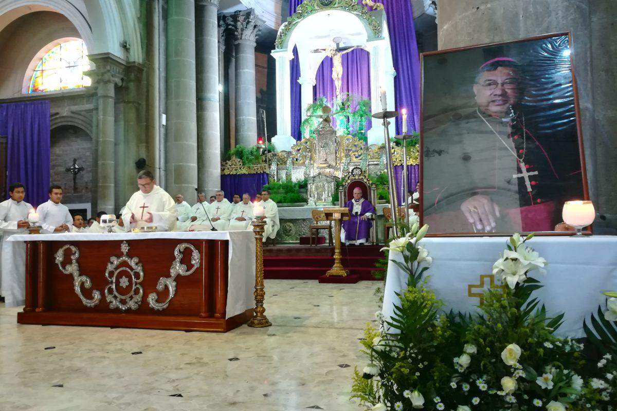 Realizan misa en memoria de monseñor Óscar Julio