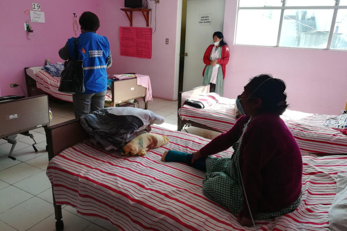 Pacientes denuncian que reciben comida en mal estado