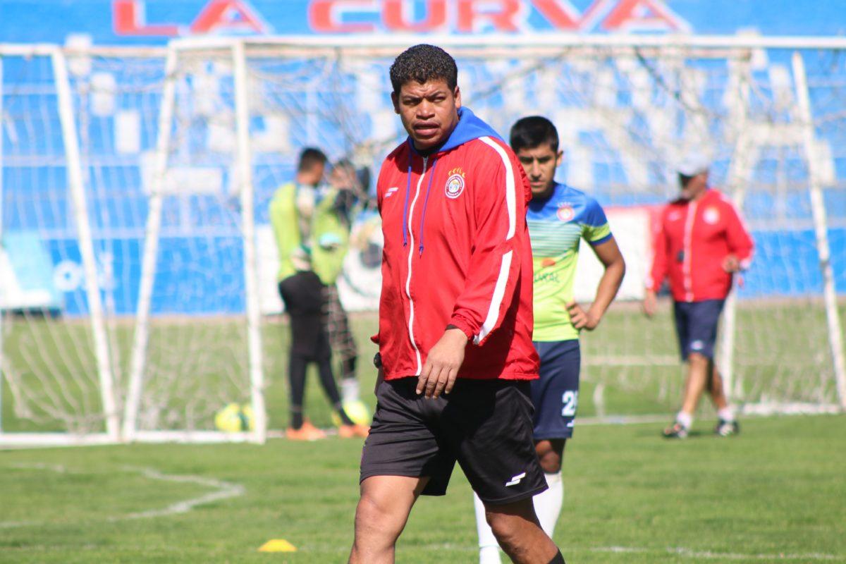 Ronald Gómez deja de ser el técnico de Xelajú