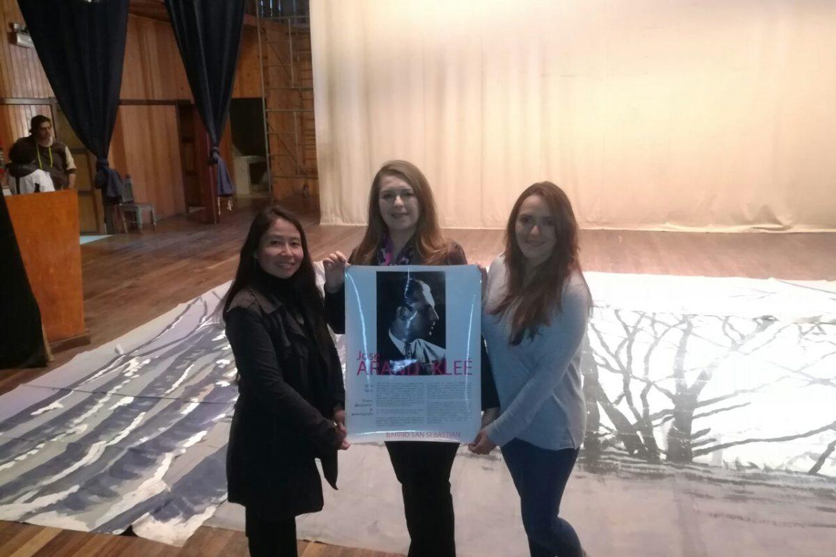 Emotiva visita de hija de artista