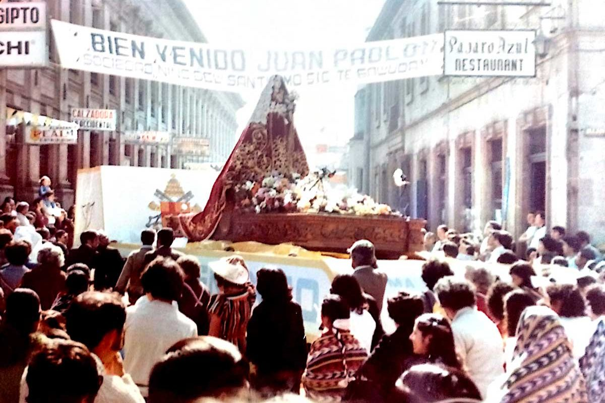 35 fotos exclusivas de la visita del papa Juan Pablo II a Xela