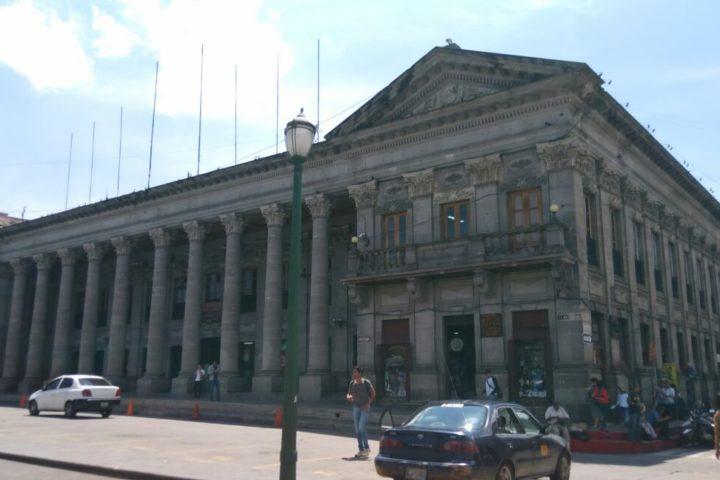 Oficinas públicas no atenderán este lunes por el asueto del 20 de octubre