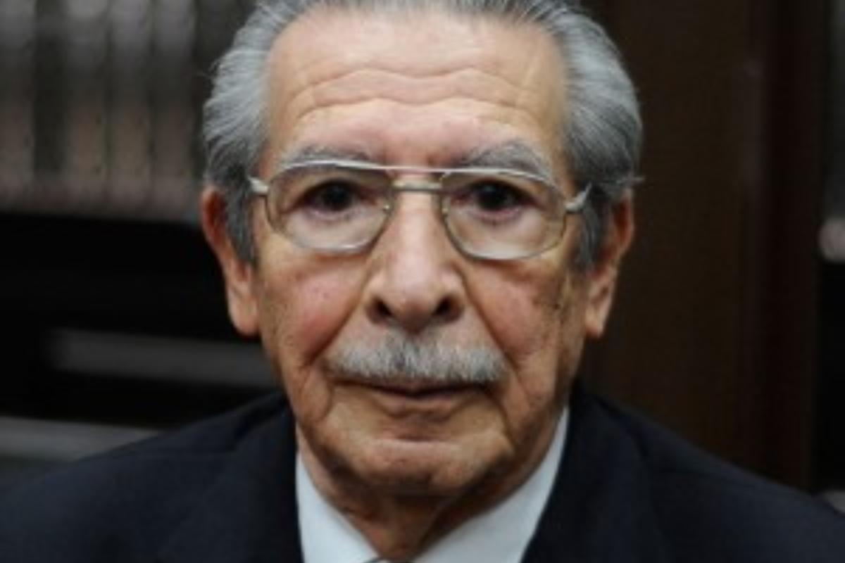 """<span class=""""hot"""">Tendencia <i class=""""fa fa-bolt""""></i></span> Muere Efraín Ríos Montt"""