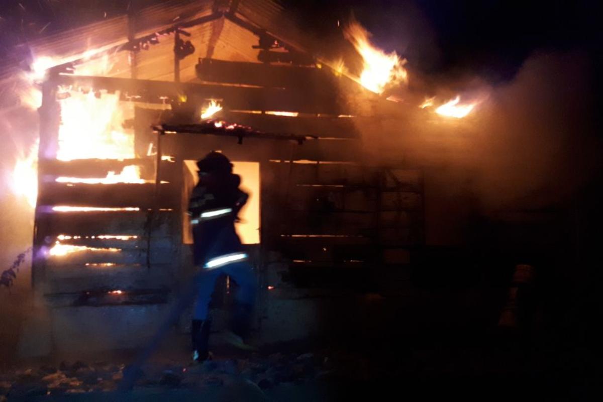 Familia se salva de las llamas