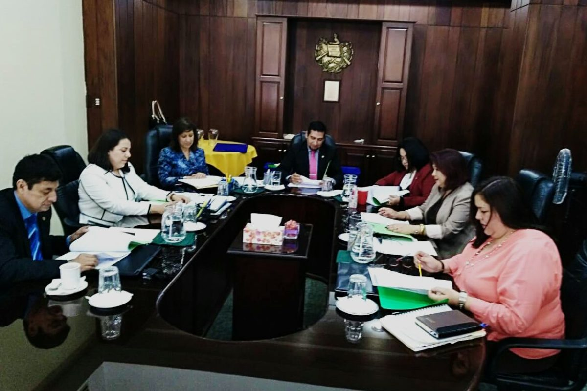 Admiten aspirantes para supervisores regionales de tribunales