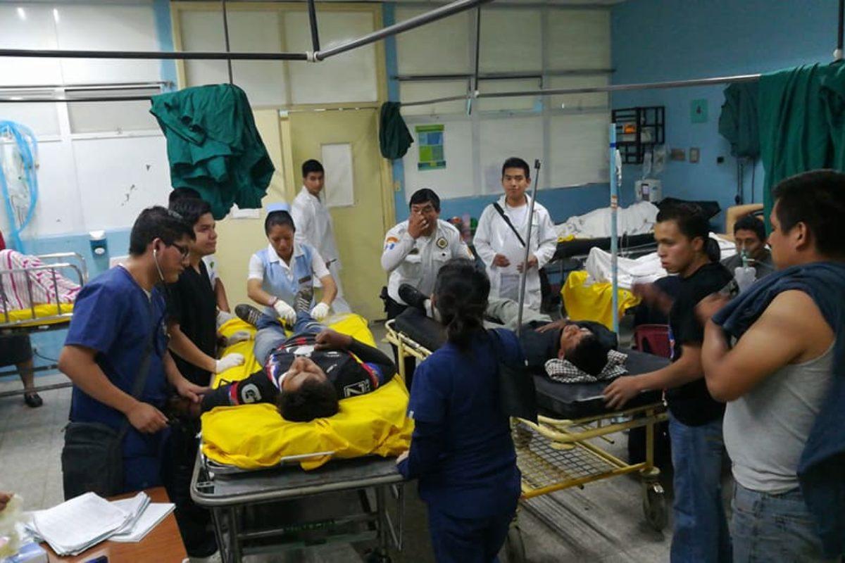 Herido en accidente continúa internado