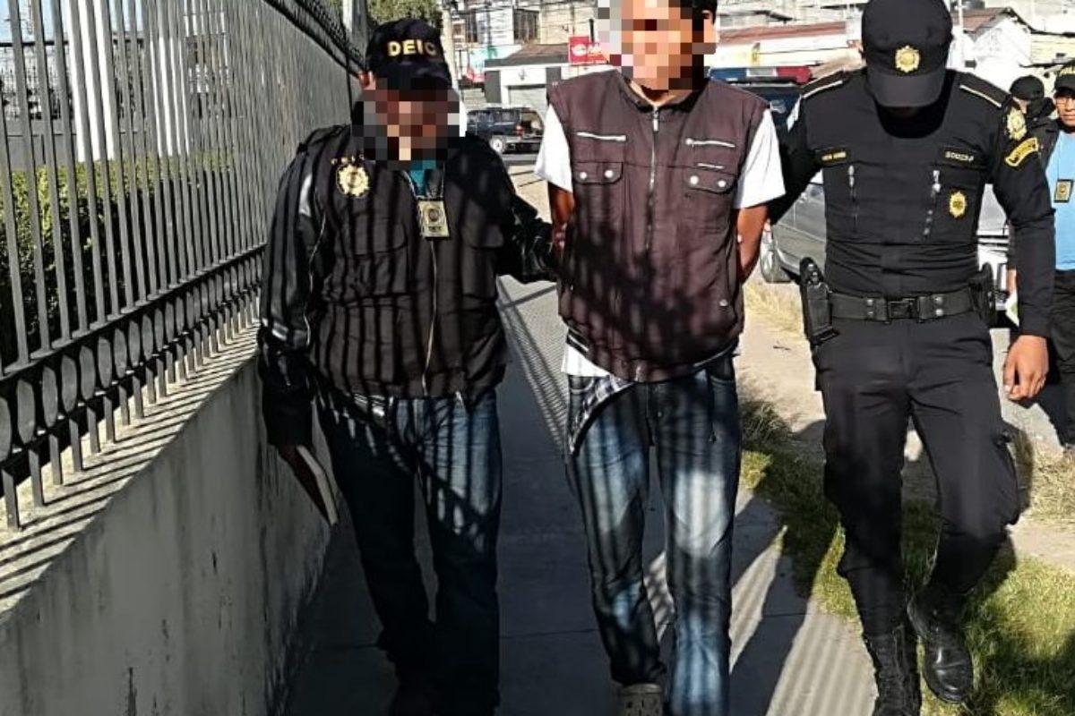 Detienen a acusado de tres crímenes