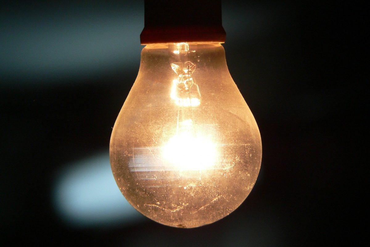 ¿Cómo evitar consumir energía eléctrica en exceso?