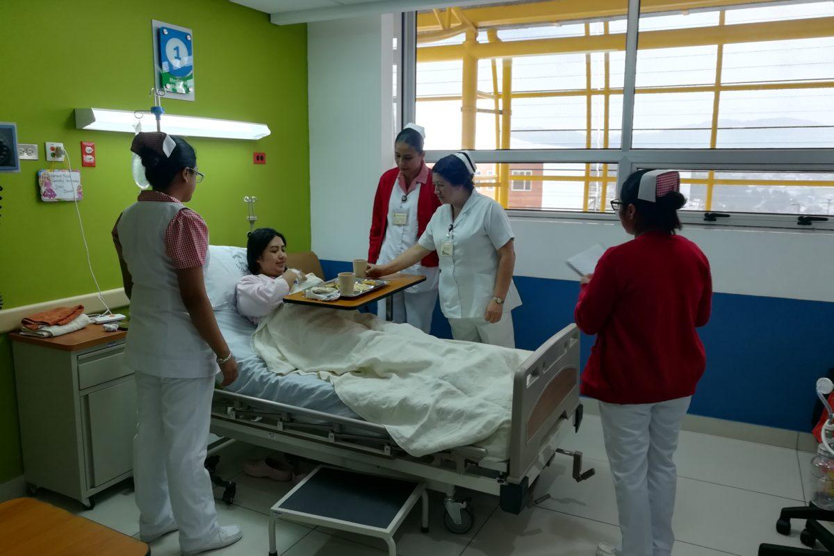 Trasladan a primera paciente a Medicina Interna del nuevo hospital del IGSS