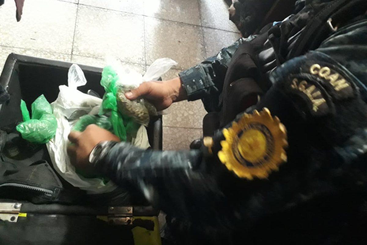 Desmantelan centro de distribución de droga