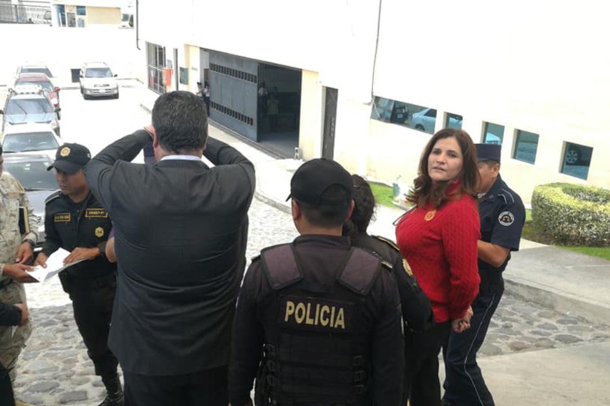 "<span class=""hot"">Tendencia <i class=""fa fa-bolt""></i></span> Trasladan a tribunales al capturado exalcalde Jorge Barrientos y a su esposa"