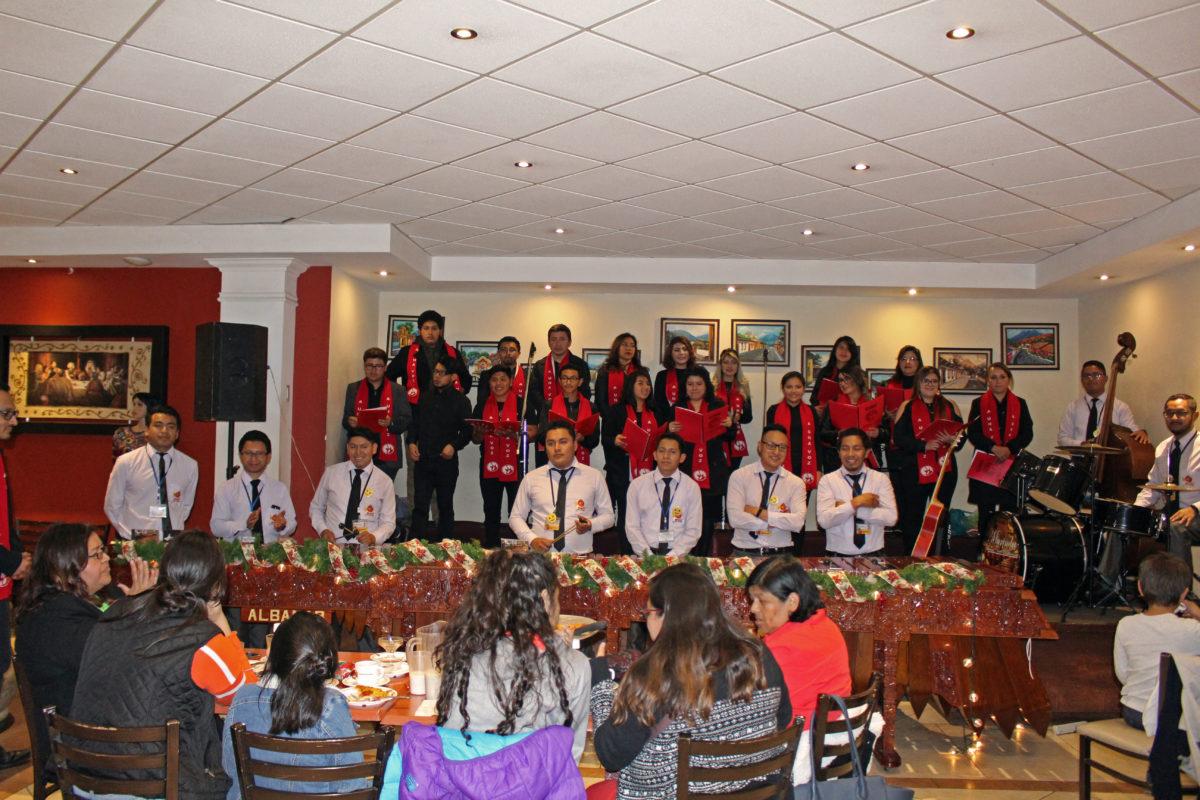 Conciertos navideños se disfrutan en Albamar