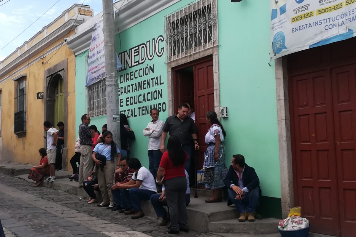 Entregarán bono por bilingüismo a maestros