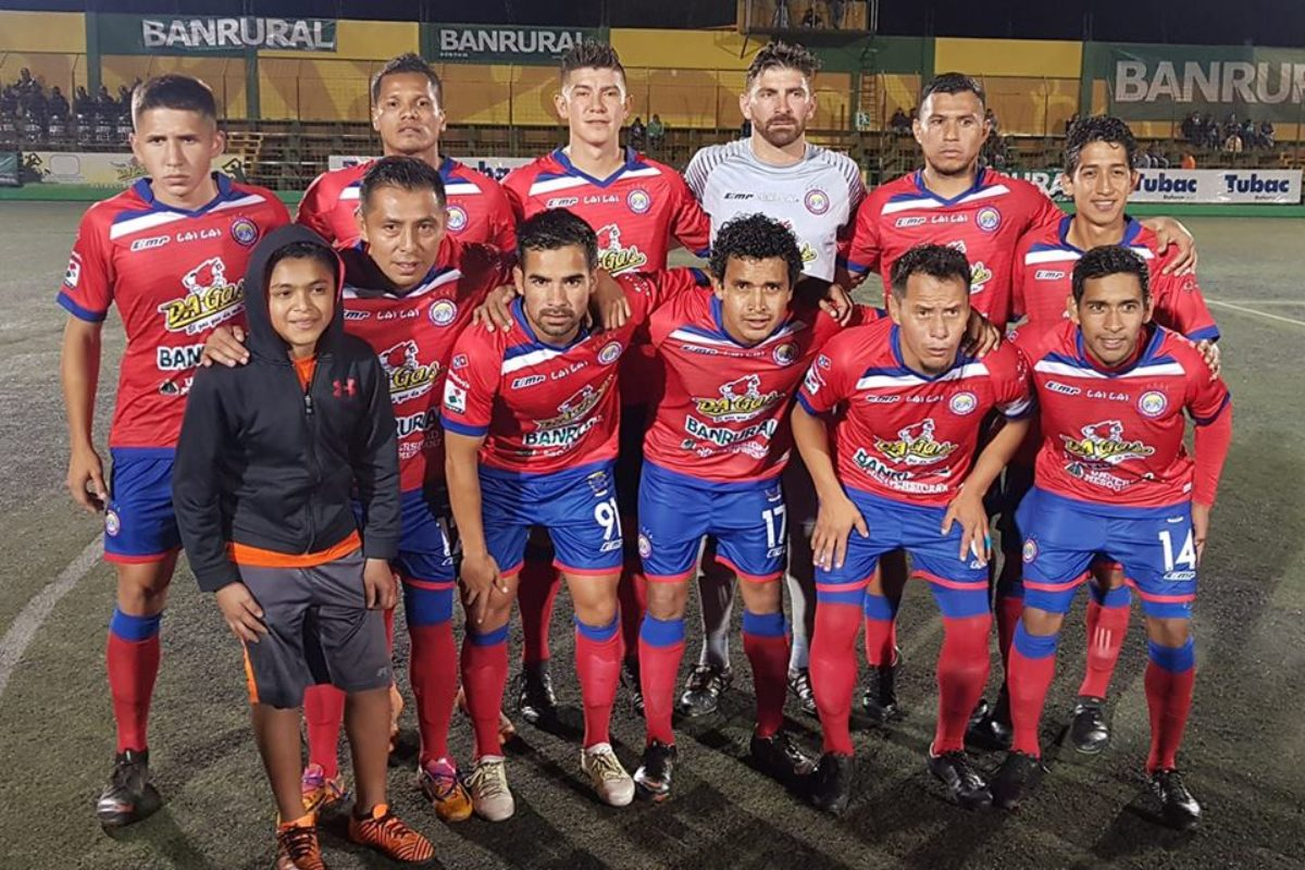 Jugadores de Xelajú respaldan al técnico Ramiro Cepeda y a Marco Pappa