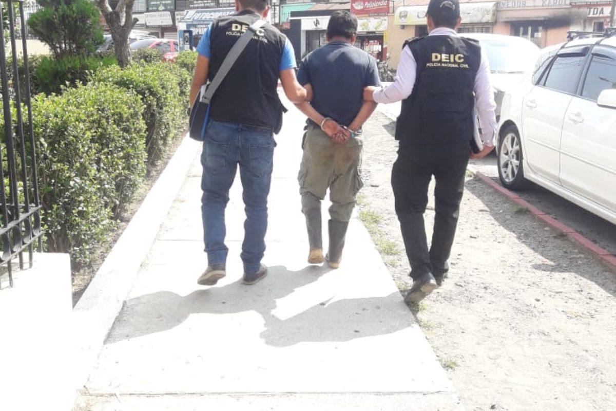 Capturado es acusado de abusar de una adolescente
