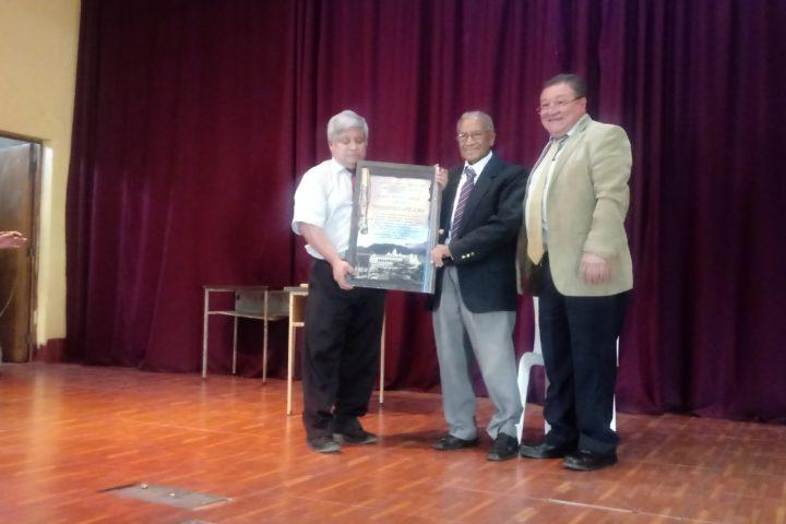 Director de la ENCO recibe homenaje por 25 años de labor docente
