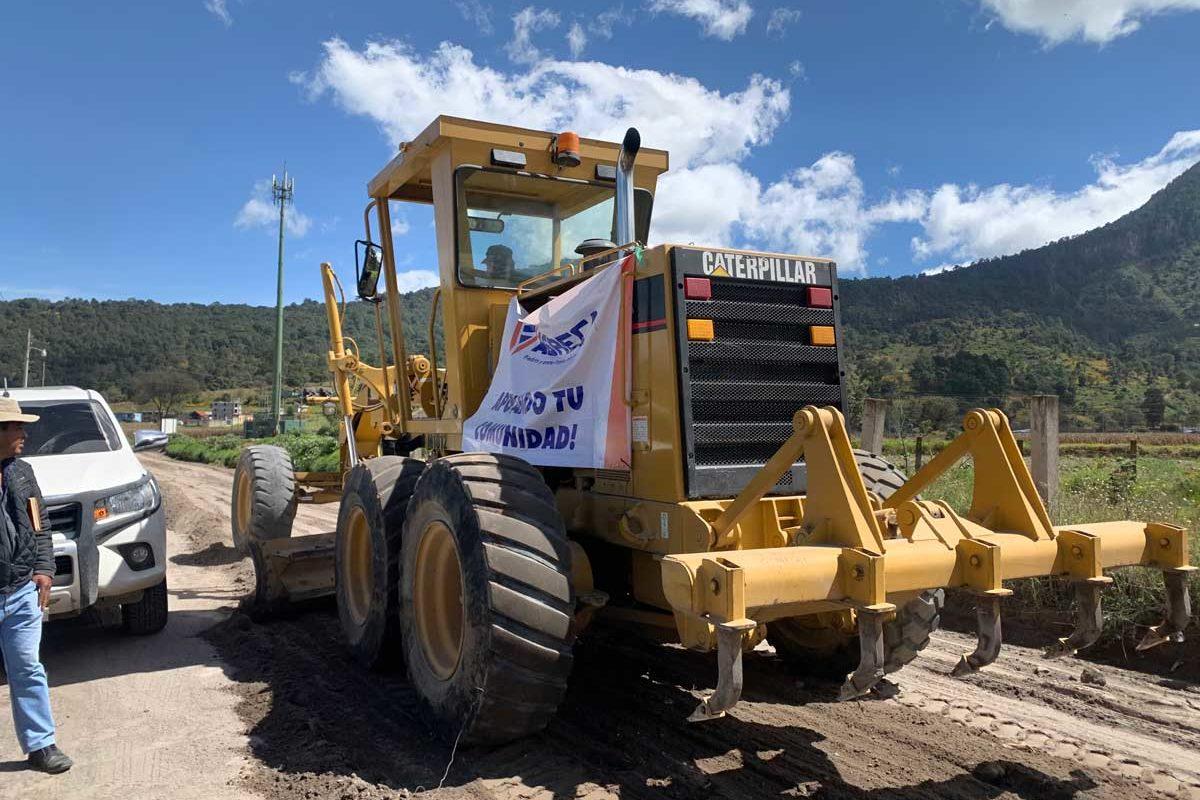 AGRECA contribuye a mejorar las carreteras de Xecaracoj