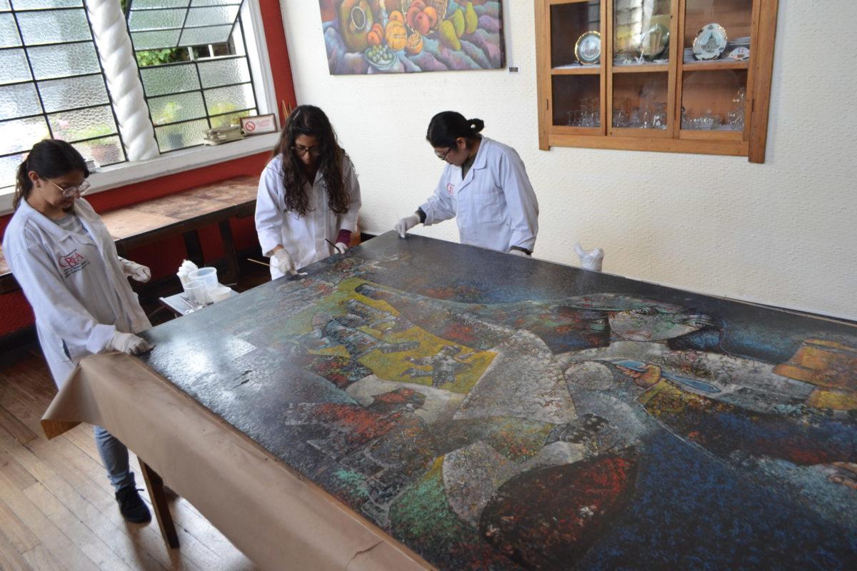 Restauran en Xela las obras María Marimba y Los Tres Críticos