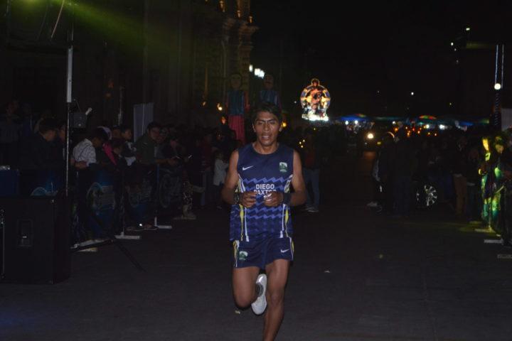 Corren 10 kilómetros nocturnos