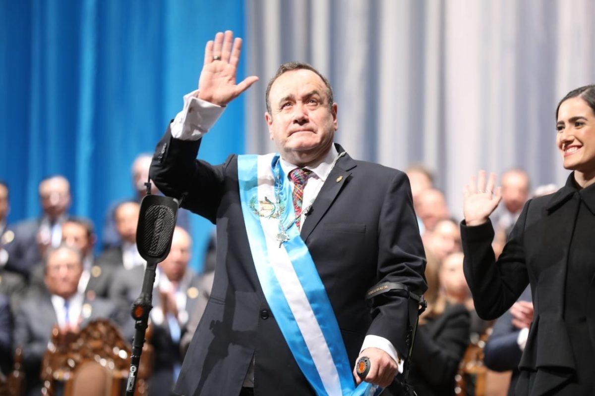 Giammattei es presidente luego de 13 años de su primer intento