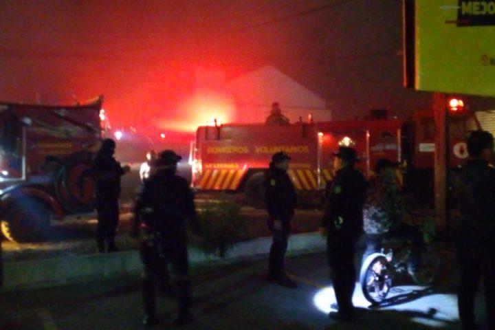 Esta sería la causa del incendio que destruyó 25 vehículos en predio de la zona 7 de Xela