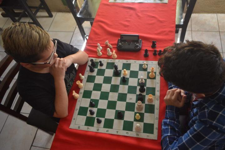 Celebran la feria con torneo de ajedrez por equipos