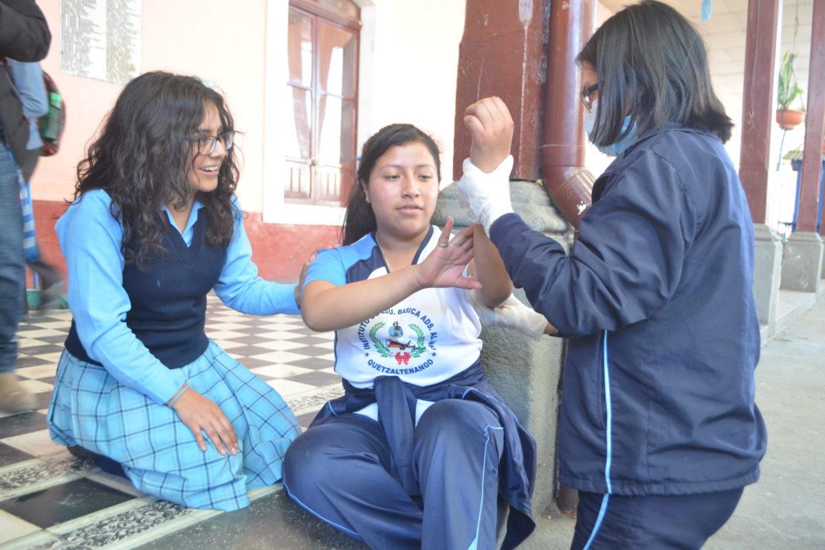 Practican cómo actuar en caso de sismos