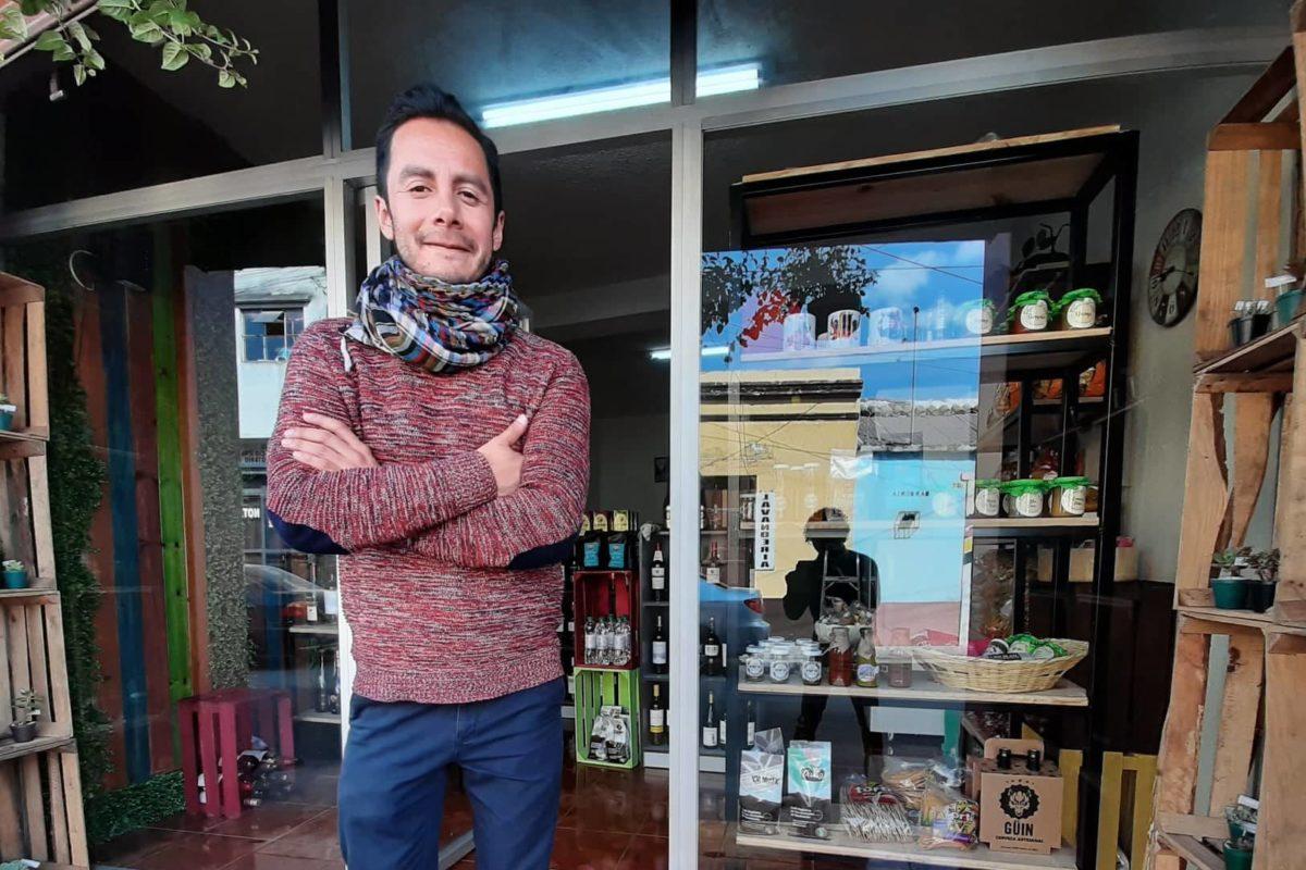 Quetzalteco da espacios gratuitos a emprendedores en su local