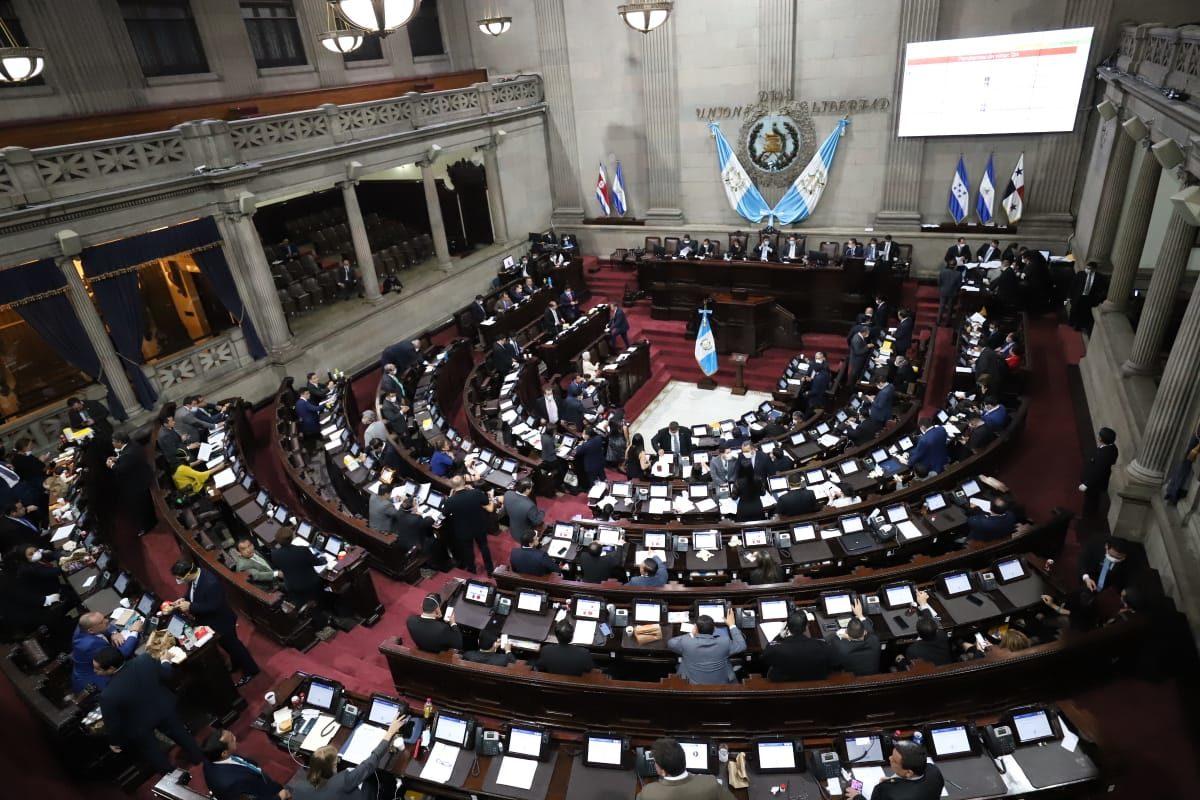 Congresistas rechazan enmienda de pago de servicios básicos