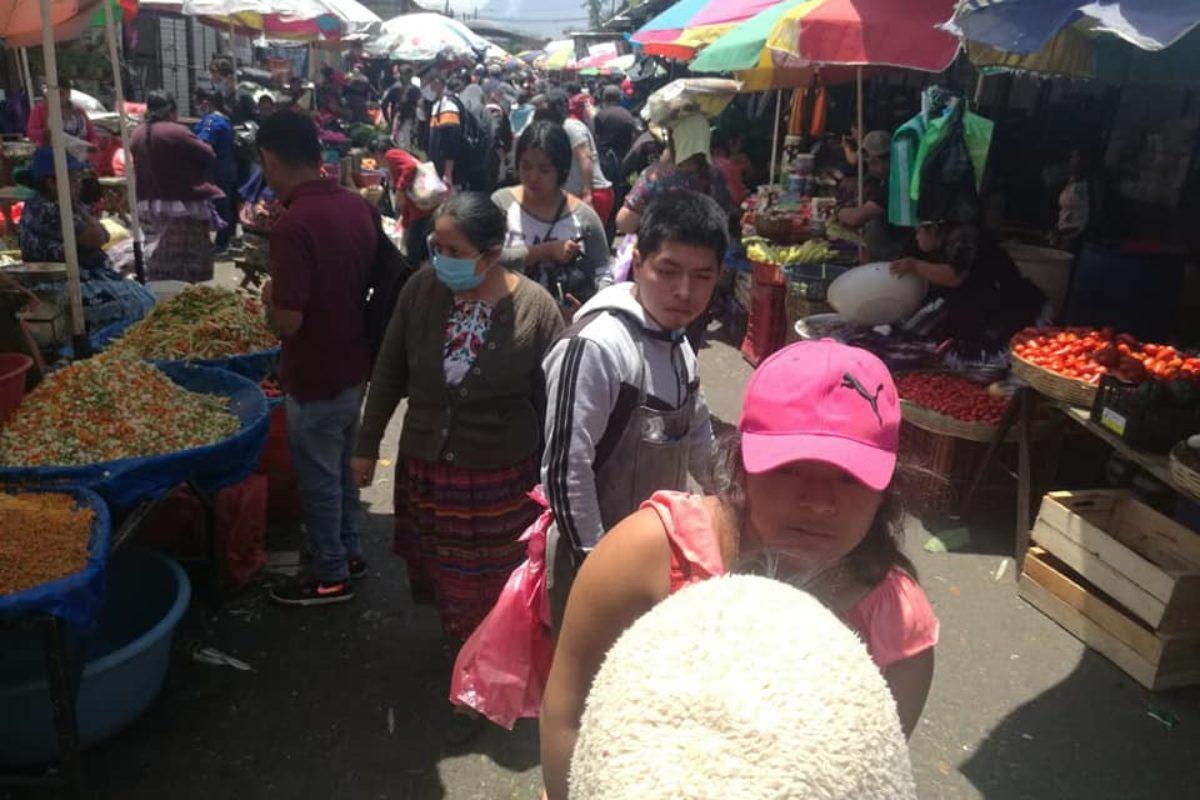 Los quetzaltecos se sienten libres por las mañanas: de compras y mandados