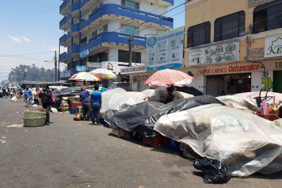 Extienden una hora el cierre de mercados en Xela