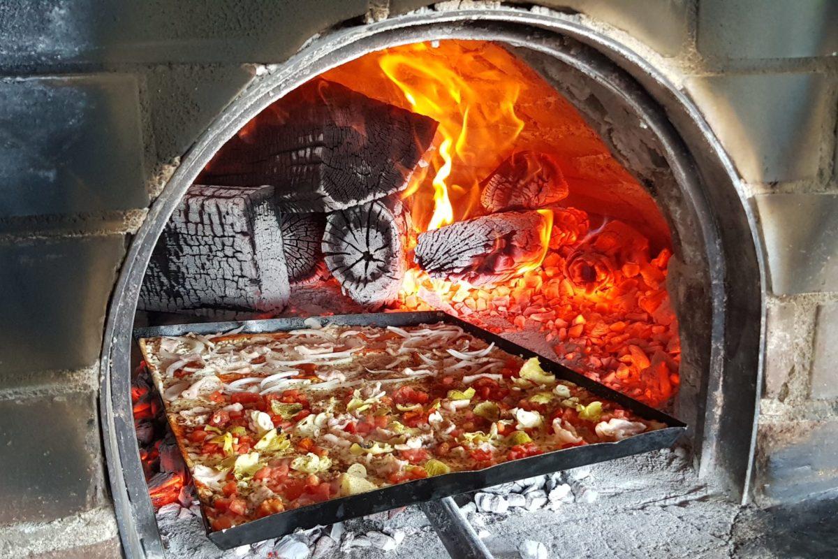 Nos acompañas hasta la cocina donde elaboran las mejores pizzas de Xela: Vesuvio