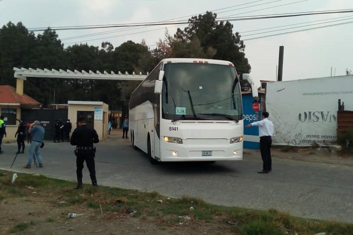 Trasladan a migrantes deportados a zona 11 de Xela