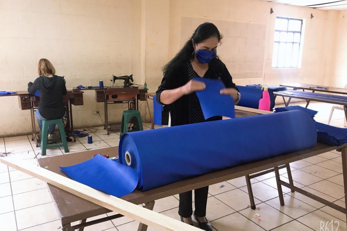 Confeccionan 10 mil mascarillas para donar en San Juan Ostuncalco