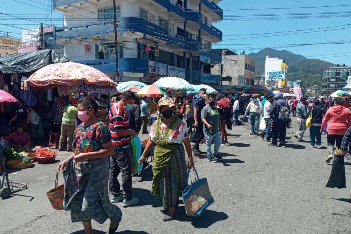 Muni cerrará mercados a las 14 horas, comerciantes en desacuerdo