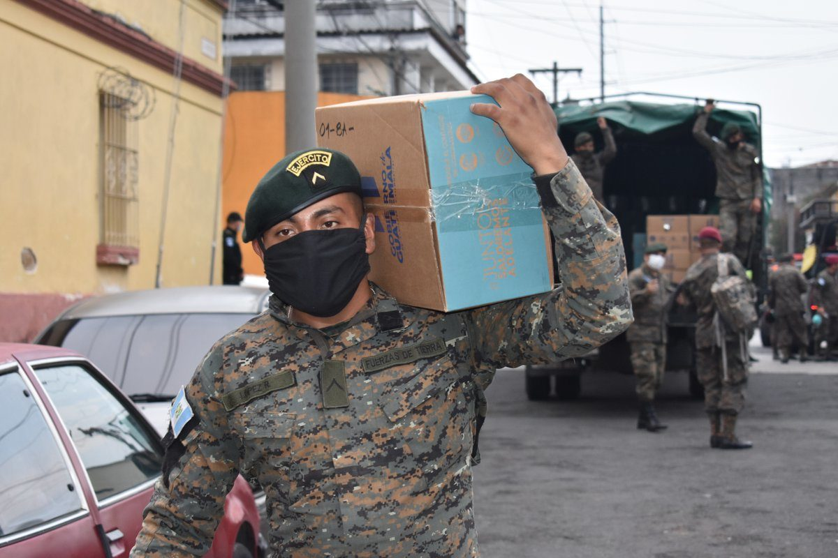 En Xela 12 mil personas aplicarán al kit de alimentos del Gobierno