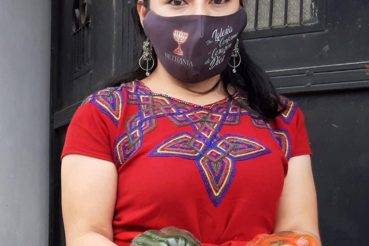 Joven madre abre auto-mercado en Xela