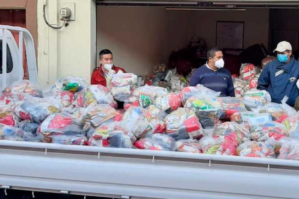 Organización apoya a 1 mil 200 familias con víveres