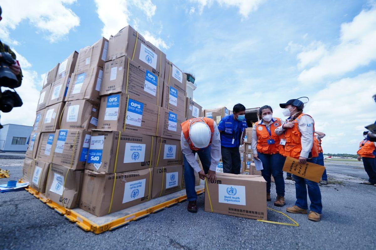 Donan 31 toneladas en equipo de protección para Guatemala