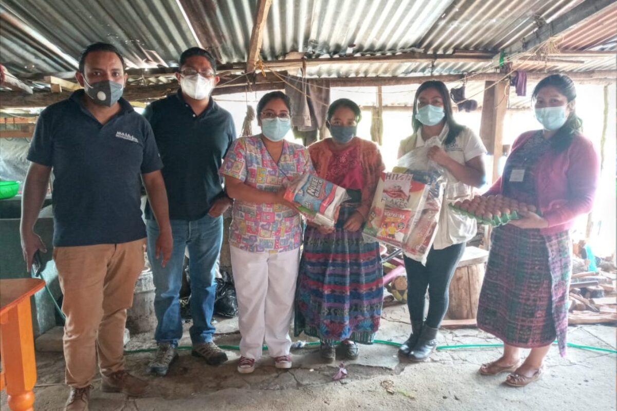 Ayudan a familias de escasos recursos en Cabricán