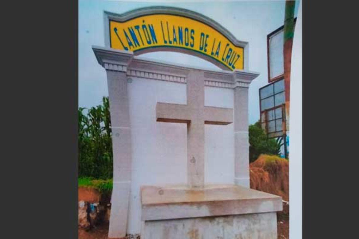 Destruyen La Cruz de Llanos y vecinos denuncian vandalismo