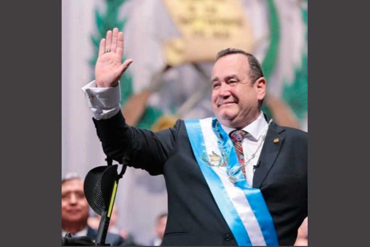 Twitter identifica a Giammattei como #LordPajas