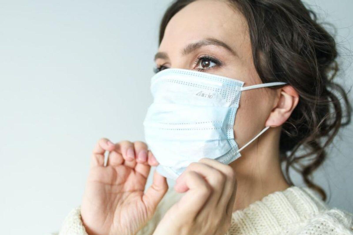 ¿Qué hacer si te sale acné por usar mascarilla?