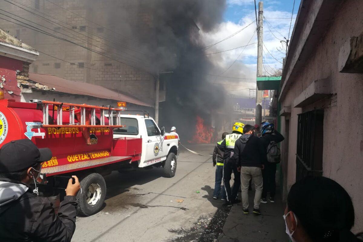 Incendio de impacto en cohetería en zona 1