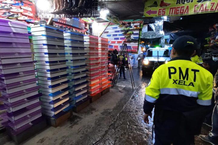Autoridades vuelven a retirar ventas que obstaculizan el paso en terminal